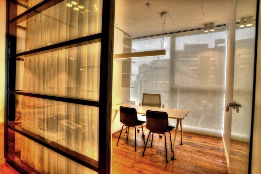 מיתוג המשרד בעזרת וילונות גלילה